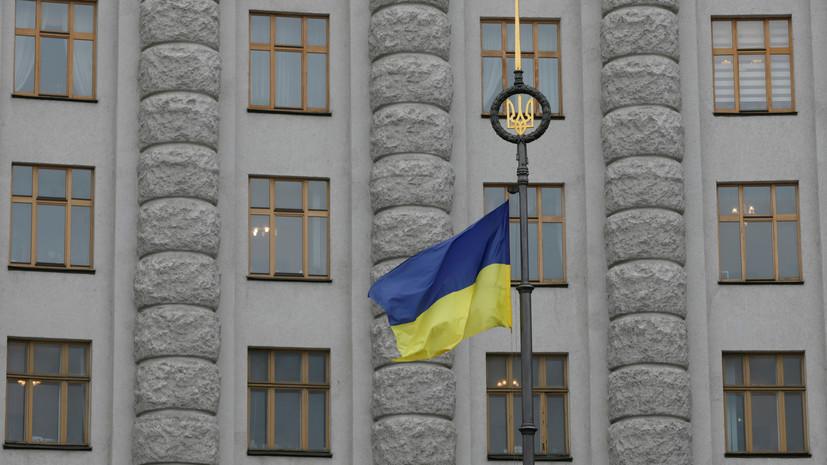 «В сторону неонацизма»: зачем на Украине предложили вернуть звания героев Бандере и Шухевичу