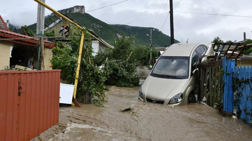 Более 800 автомобилей были затоплены в Керчи и Ялте из-за сильных осадков