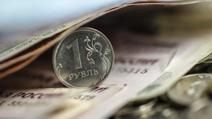 Аналитик рассказал о причинах падения курса рубля на фоне дорожающей нефти