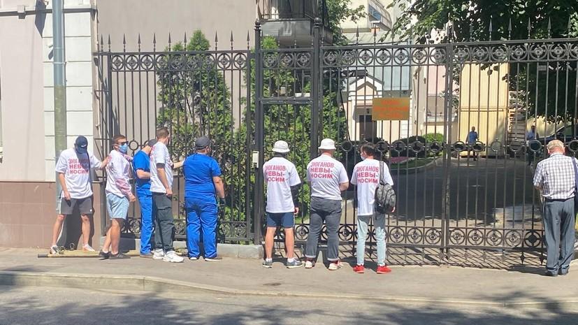 В центре Москвы проходит акция у офиса КПРФ