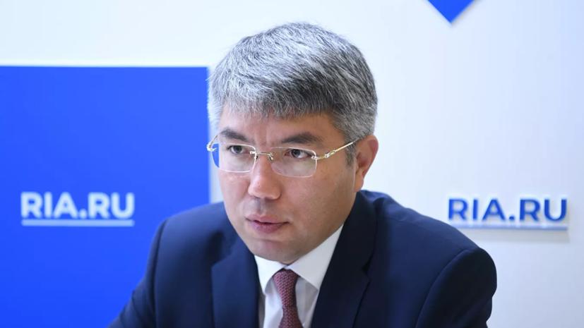 Глава Бурятии Алексей Цыденов прошёл ревакцинацию от COVID-19