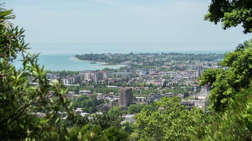 МЧС Абхазии задействует вертолёт для поисков туристки, которую унесло в море