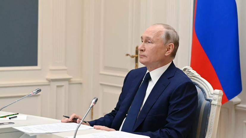 Путин поручил до августа реализовать меры по выплатам на детей до семи лет