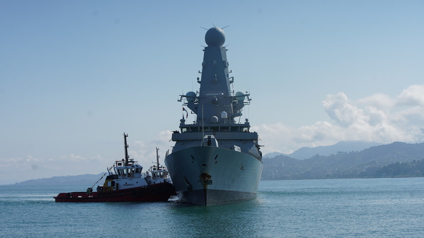 «Не нужно нарушать государственную границу»: в Кремле ответили на заявление британского МИД о кораблях в Чёрном море