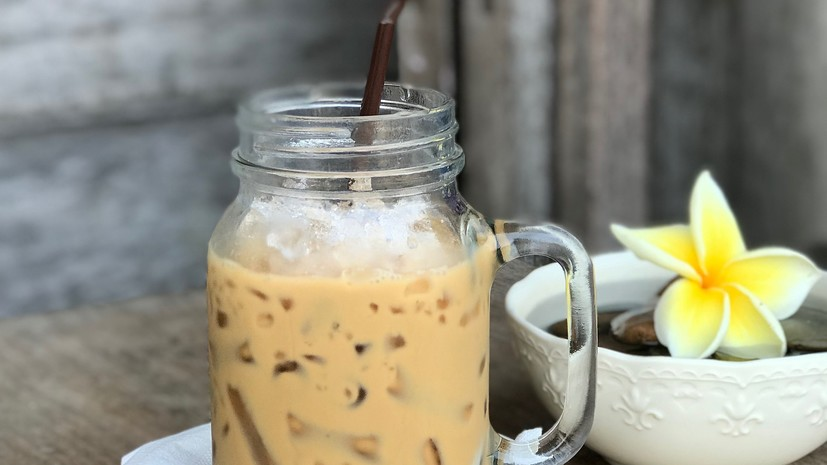 Диетолог предупредила о возможном вреде употребления айс-кофе в жару