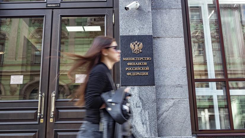 Известия: в России могут изменить систему страховых взносов на высокие зарплаты
