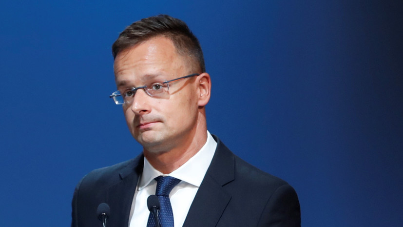 В Венгрии заявили о политизации Евросоюзом ситуации с вакцинами от COVID-19