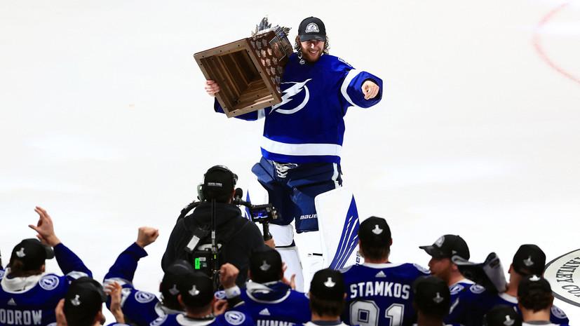 Василевский стал третьим россиянином в истории НХЛ, выигравшим приз «Конн Смайт Трофи»