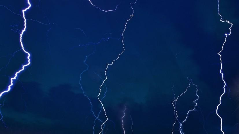 МЧС предупредило о грозе и ветре в Москве 14 июля