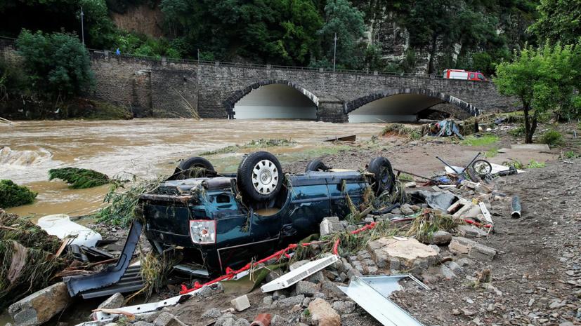 Десятки людей пропали без вести после наводнения на западе Германии