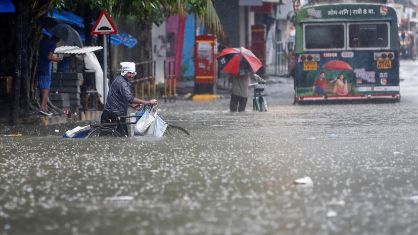 В Индии число жертв обрушения зданий после ливней достигло 15