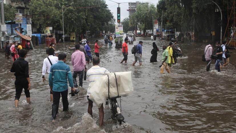 Число жертв непогоды в Индии достигло 129