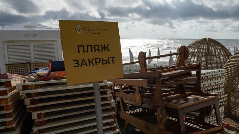Ливень в Сочи разрушил подпорную стену на пляже