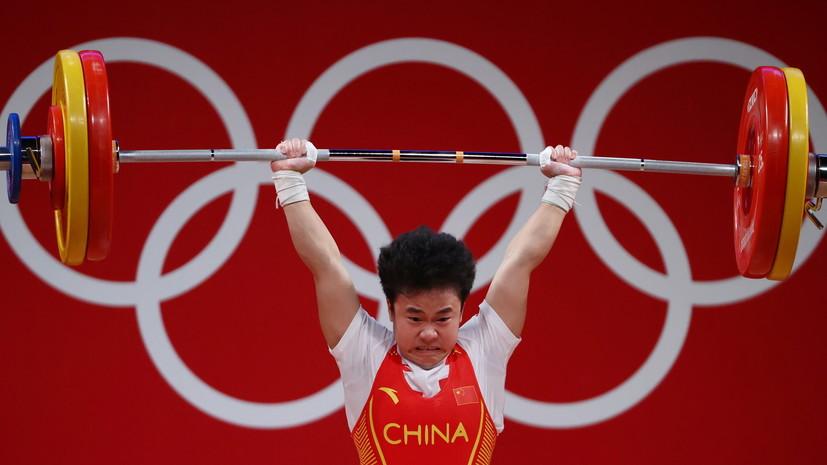 Китайская штангистка Чжихуэй завоевала золото наОИ в Токио