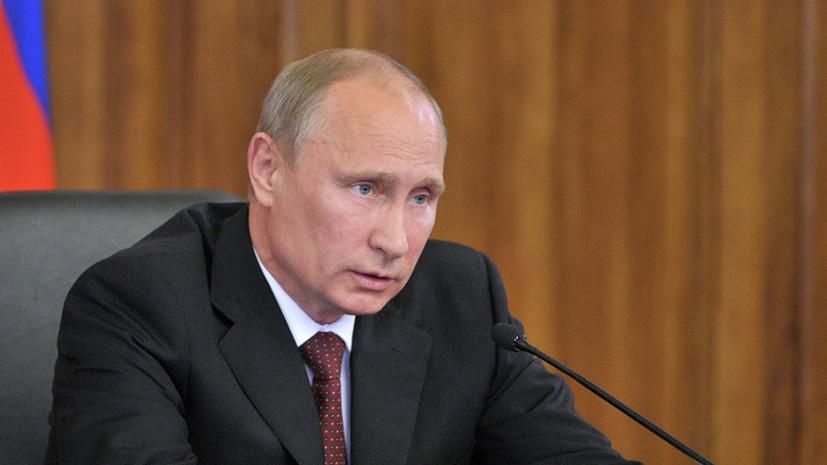 Путин рассказал о планах переноса портовых сооружений в Петербурге