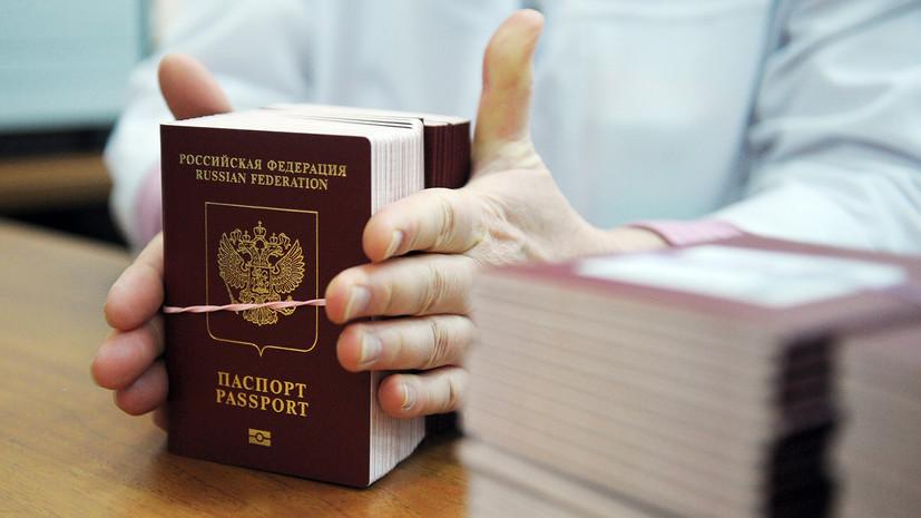 Временно невыездные: в России предложили разрешить приставам изымать загранпаспорта у должников