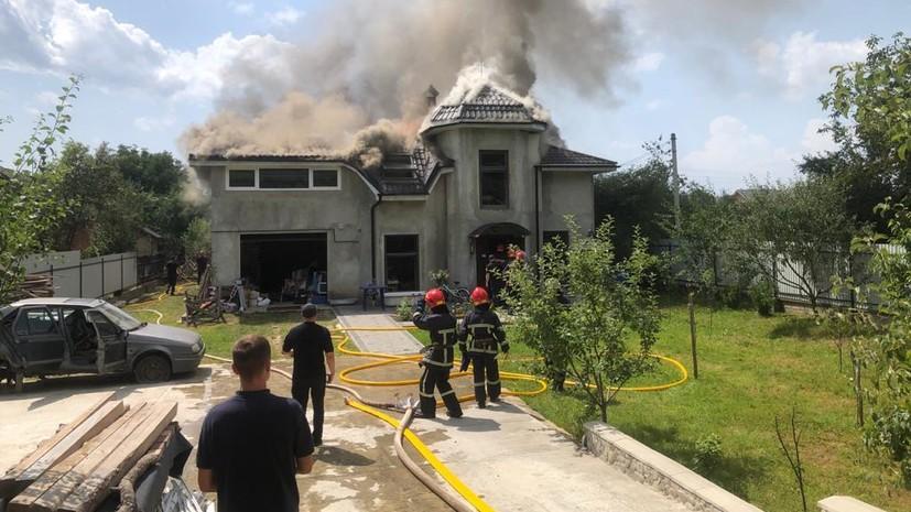 На Украине четыре человека погибли при падении легкомоторного самолёта на дом