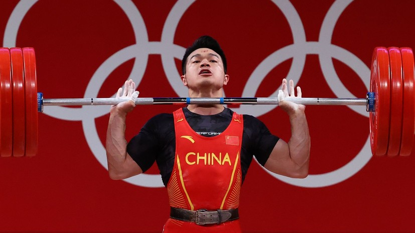 Штангист Ши Чжиюн завоевал золото ОИ в Токио в весе до 73 кг с мировым рекордом