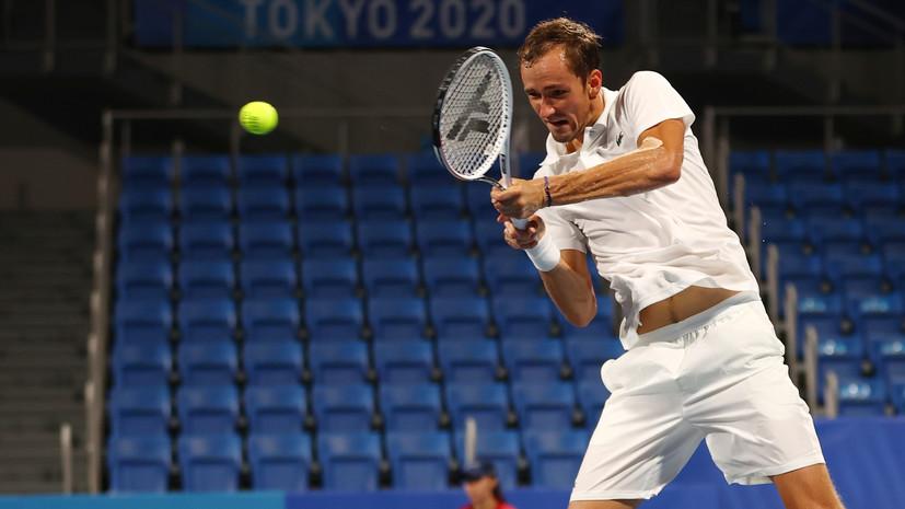 Медведев проиграл Карреньо-Бусте в 1/4 финала теннисного турнира Олимпиады