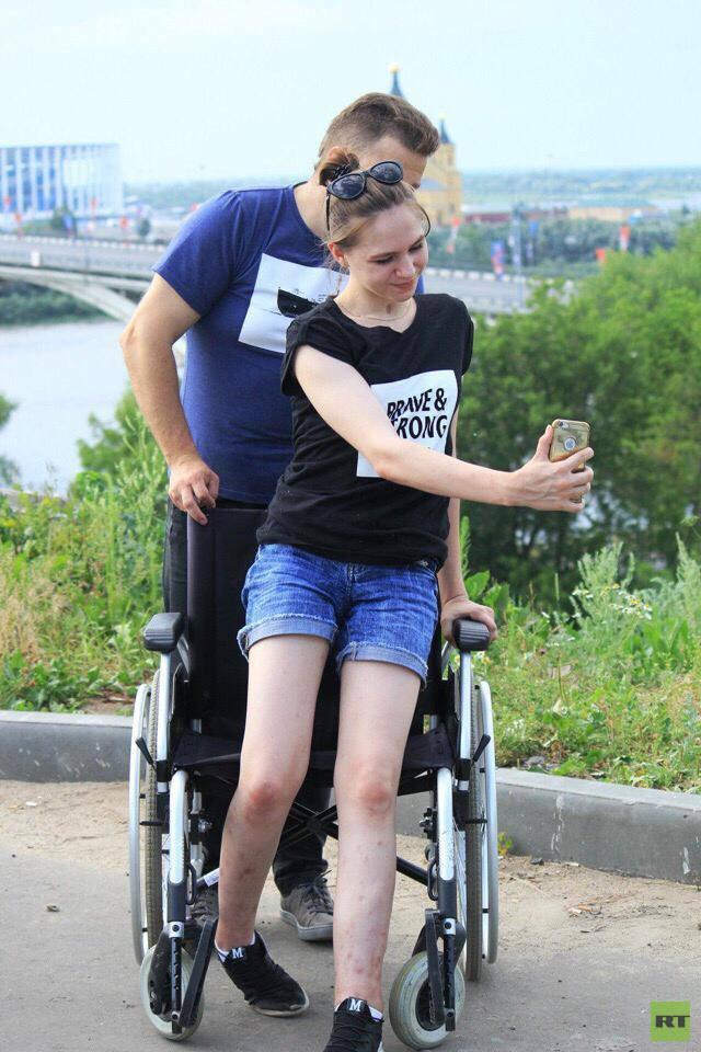 «Было большое желание встать на ноги»: выжившая после падения с восьмого этажа девушка рассказала о восстановлении1