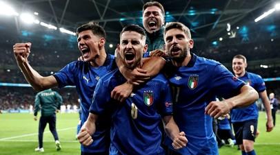 Футболисты сборной Италии после победы над командой Испании на Евро-2020