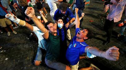 Обливание шампанским, исполнение гимна в автобусе и ночные гуляния: как Италия отпраздновала победу на Евро-2020