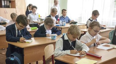 Школьный бонус: правительство направит более 200 млрд рублей на единовременные выплаты семьям с детьми