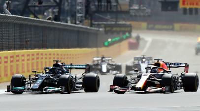 Новый формат: Хэмилтон выиграл Гран-при Великобритании Формулы-1 после первой в истории спринтерской гонки