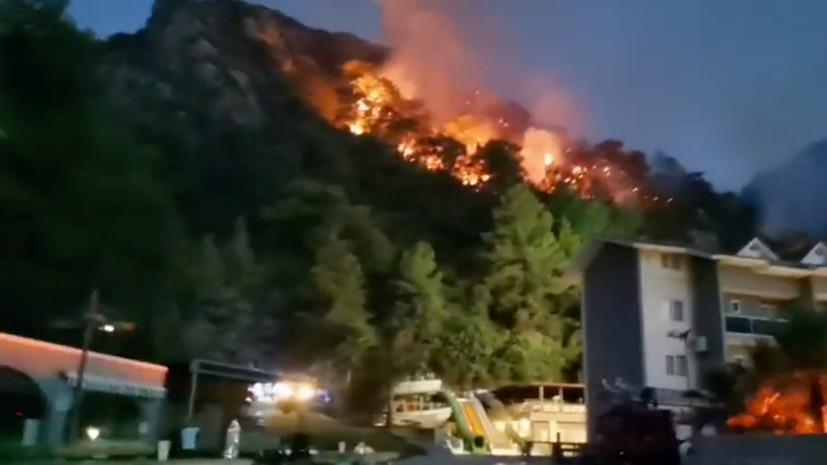 В турецкой провинции Анталья в результате пожара погибли семь человек