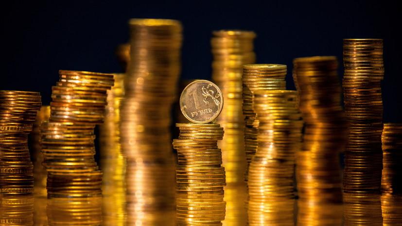 В ожидании новостей: как могут измениться курсы доллара и евро в августе