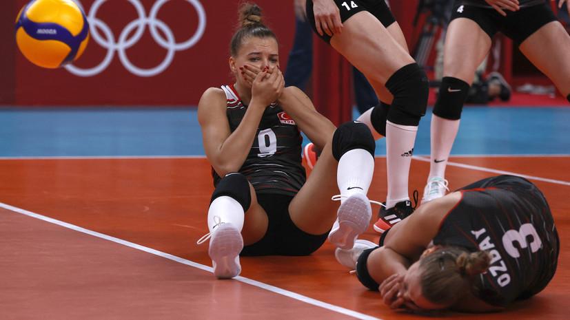 Турецкая волейболистка разбила лицо в кровь в матче с россиянками на ОИ