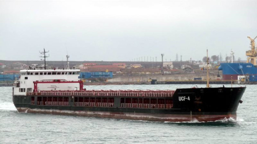 Иранский сухогруз сел на мель в порту Астрахани