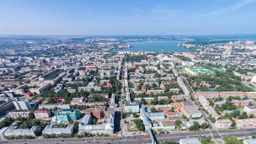 Ветераны ВДВ возложили цветы к Монументу боевой и трудовой славы в Ижевске