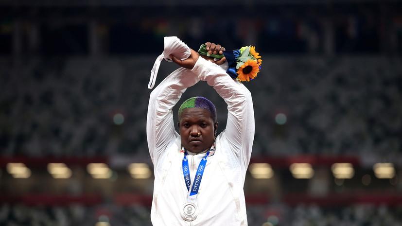 МОК изучит жест американской легкоатлетки на пьедестале ОИ в Токио