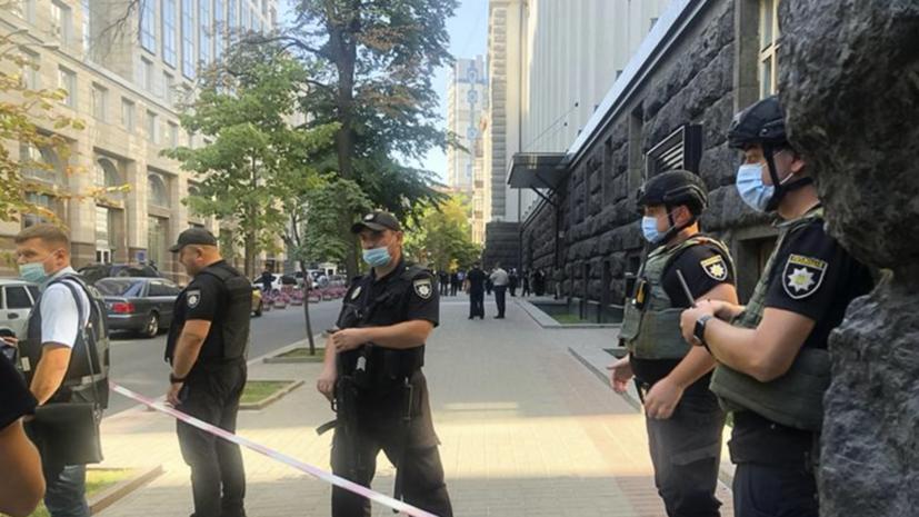 Полиция ведёт переговоры с угрожающим взрывом в кабмине Украины