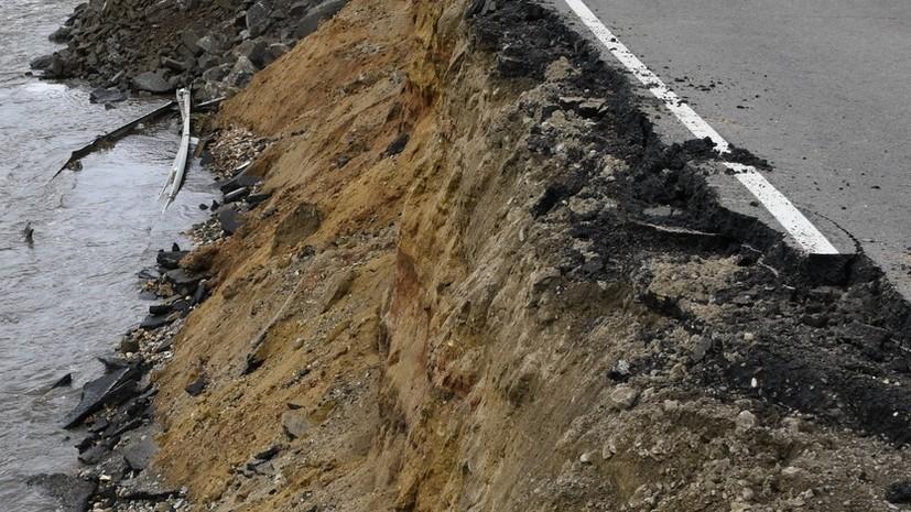 В одном из районов Бурятии из-за сильных осадков произошёл обвал дороги