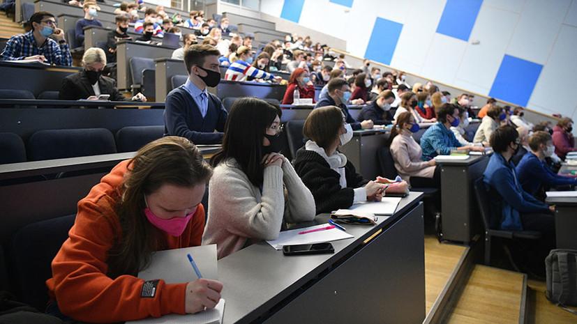 «С учётом эпидемиологической ситуации»: Минобрнауки рекомендует перевести непривитых студентов на удалённое обучение