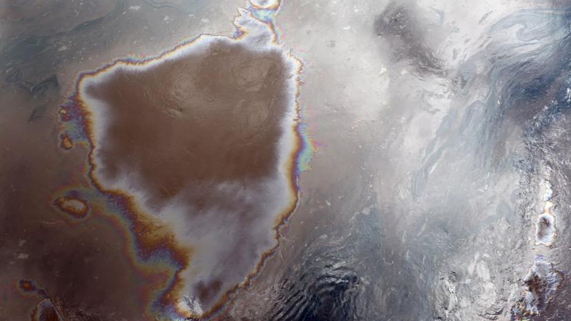 В РАН оценили площадь разлива нефтепродуктов в море под Новороссийском