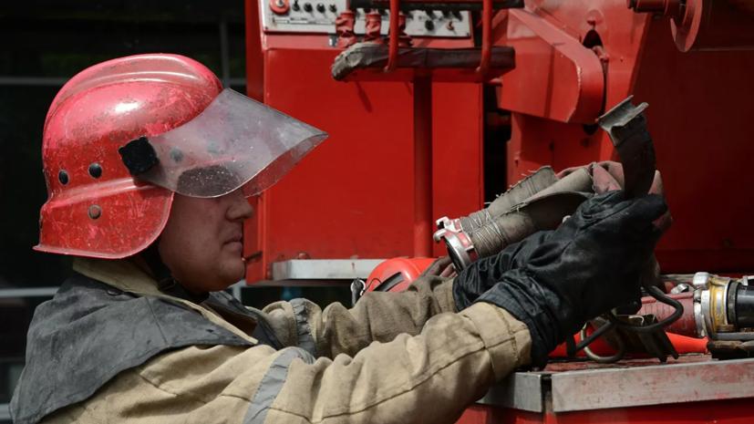 В Черкесске произошёл пожар в здании бани и прилегающей к ней химчистки