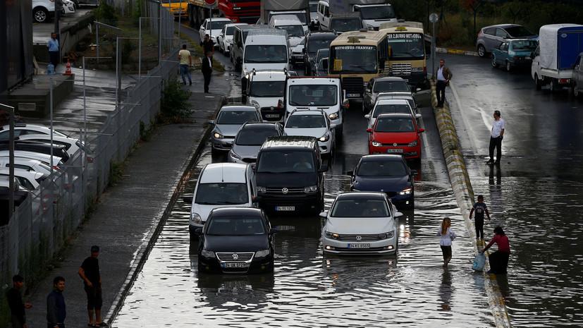 Число жертв наводнения в Турции увеличилось до 17