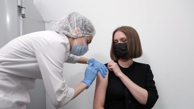 В Госдуме поддержали идею премировать вакцинирующих граждан медработников