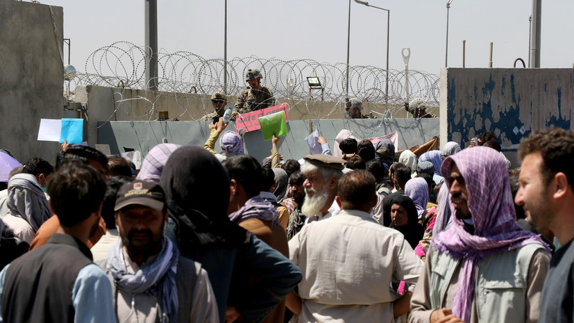 Байден: мы не позволим террористам остановить эвакуацию из Афганистана