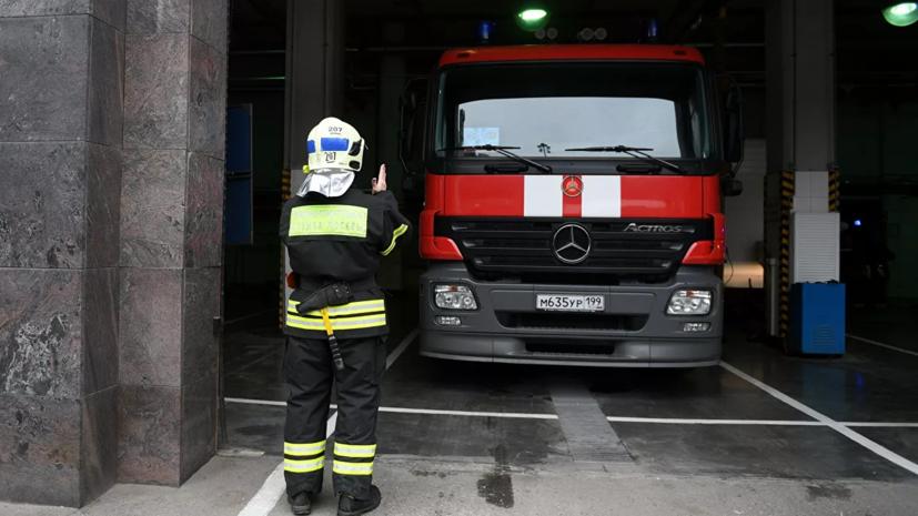 В Москве потушили пожар на парковке в бизнес-центре