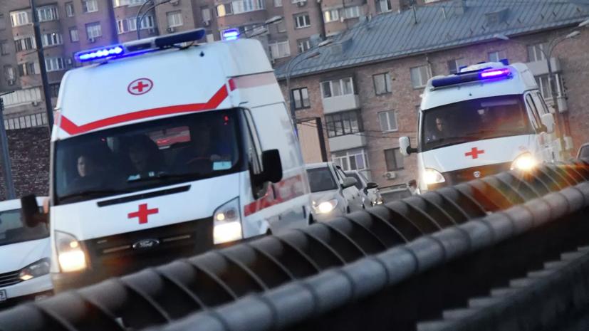 В массовом ДТП с мотоциклом и скорой в Москве пострадали три человека