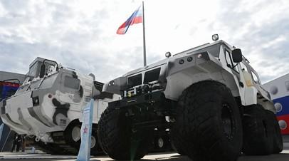 Техника в арктическом камуфляже на выставке вооружений Международного военно-технического форума «Армия-2021» в военно-патриотическом парке «Патриот» в подмосковной Кубинке