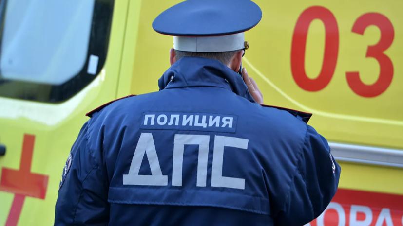 В Москве грузовик сбил женщину с коляской на пешеходном переходе