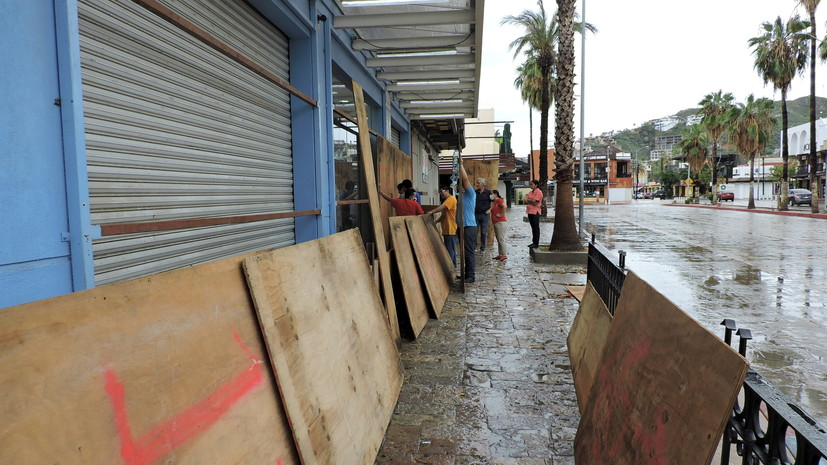 В одном из штатов Мексики объявлена тревога из-за урагана «Олаф»