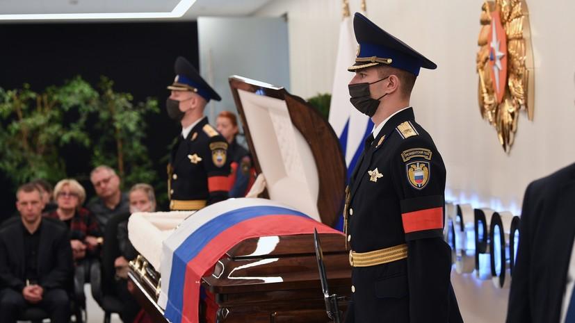 Заммэра Москвы Пётр Бирюков приехал на церемонию прощания с Евгением Зиничевым