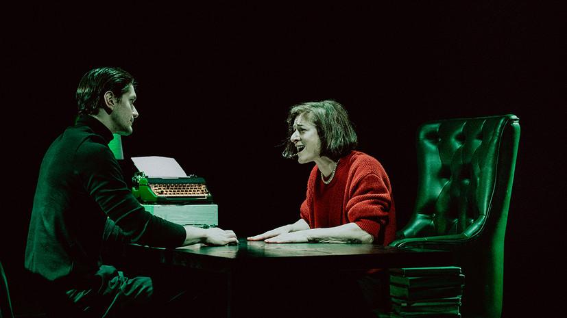 Быть Томом Рипли: каким получился спектакль «Швейцария» в Театре имени Пушкина