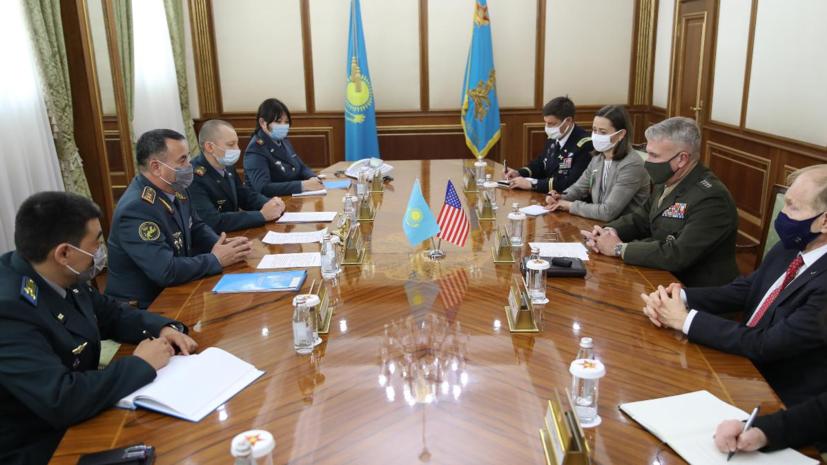 Министр обороны Казахстана обсудил с главой Центкома США ситуацию в Афганистане
